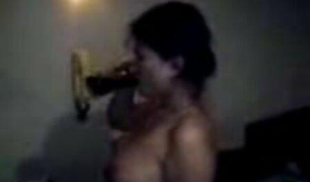 Virtual maduras españolas ninfomanas Masturbación en el sofá