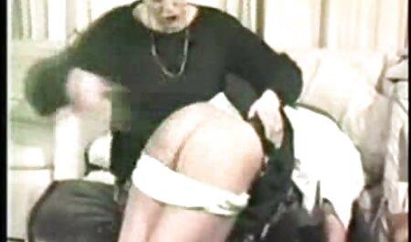 La esbelta rubia Sara Jay en maduras viejas españolas las escaleras